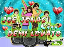 Saruturi cu Demi Lovato si Joe Jonas
