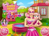 Super Barbie se Joaca cu Bebelusa Barbie