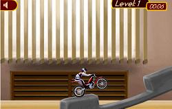 Cu Motocicleta in Birou