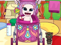 Bebelusa Angela in Carucior